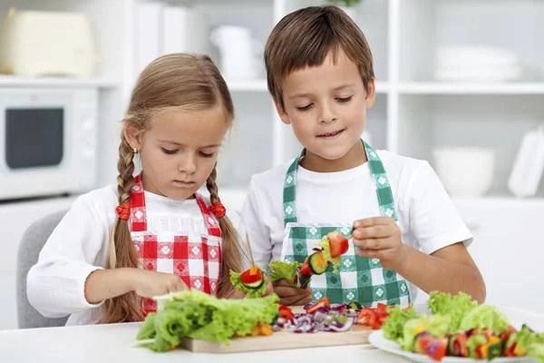 bambini cucinano