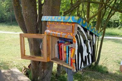 casetta libri bosco di calvino