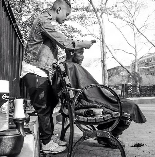 foto parrucchiere e clochard