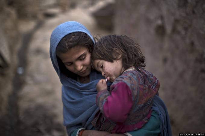 bimbe afgane rifugiate