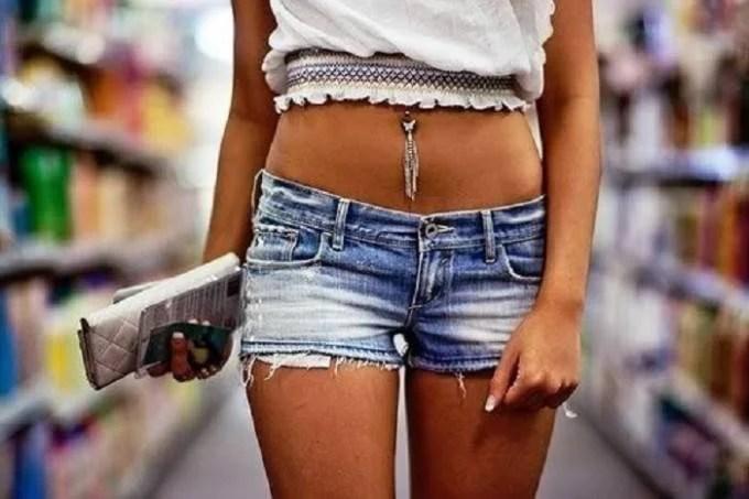 ragazza in shorts