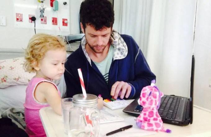 padre e bimba in ospedale