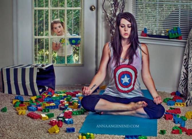 Mom-turns-chaotic-life-with-toddler-into-fun-photo-series.-13__880