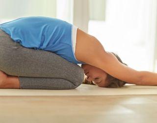 postura del embrión para relajar la espalda