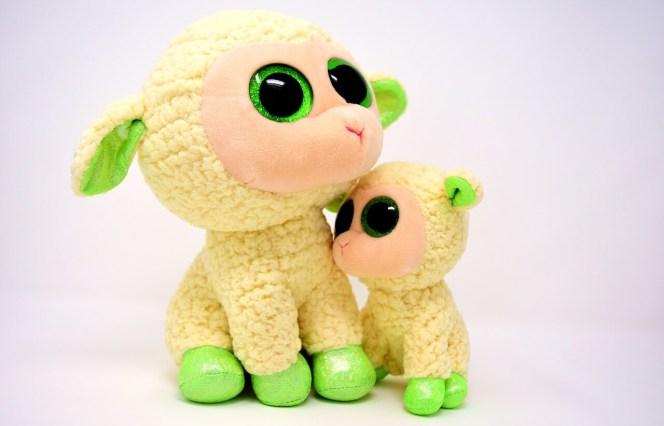zabawka owieczka