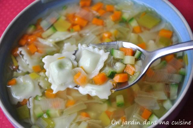 soupe de légumes aux ravioles un jardin dans ma cuisine