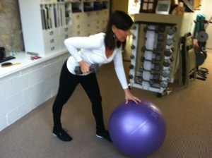 One Arm Row On Swiss Ball