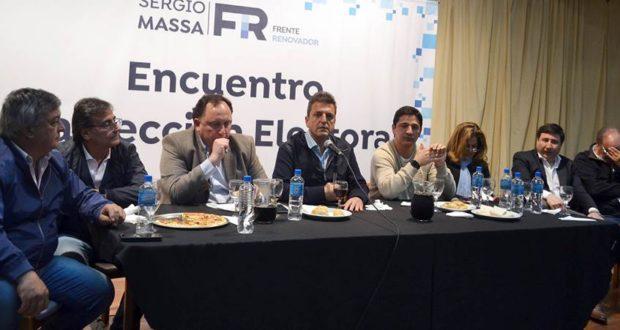 """Massa encabezó un plenario en Morón y pidió salir de la discusión """"violenta"""" de las """"minorías"""""""