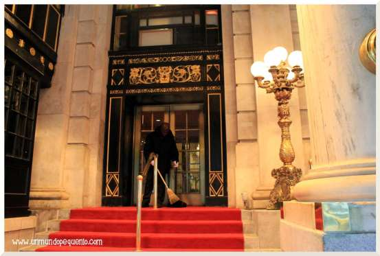 Puerta del hotel Plaza NYC