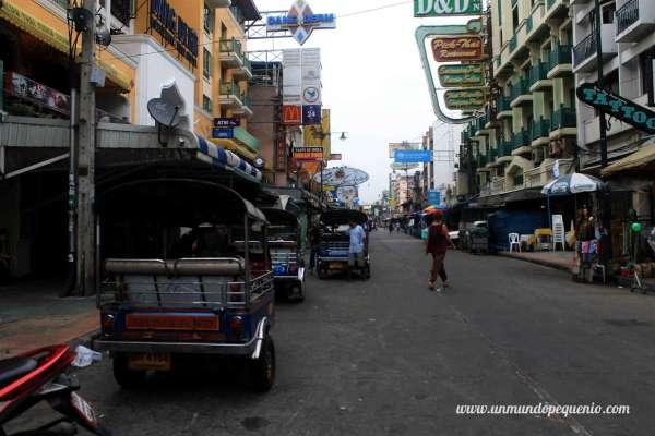 Tuk tuks en Khao San Road