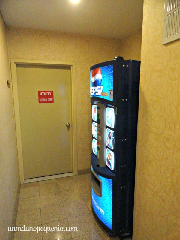 Máquina de Pepsi en los pasillos