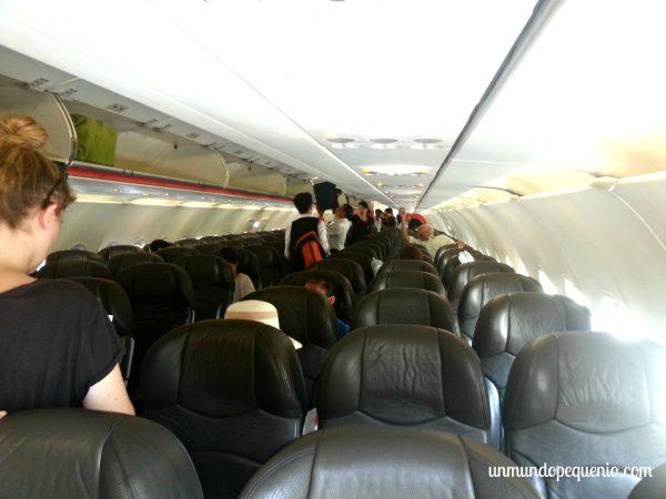 Interior del avión de JetStar
