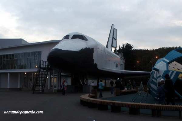 Trasbordador espacial Buran en el VDNKh de Moscú