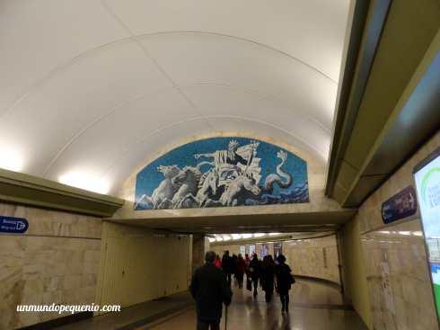 Mural de Neptuno en estación Admiralteyskaya