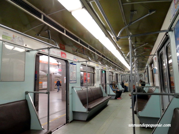 Vagón del metro de San Petersburgo por dentro