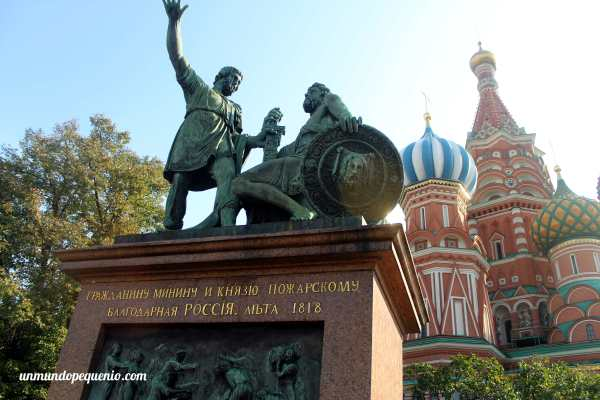 Monumento a Minin y Pozharski