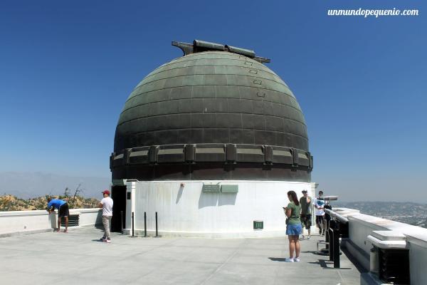 Domo con telescopio reflector de 12 pulgadas