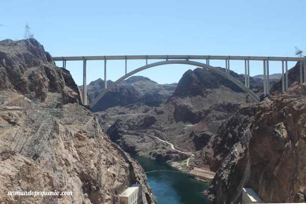 Puente sobre el río Colorado