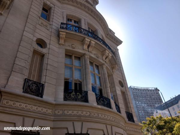 Parte trasera de la embajada de Francia