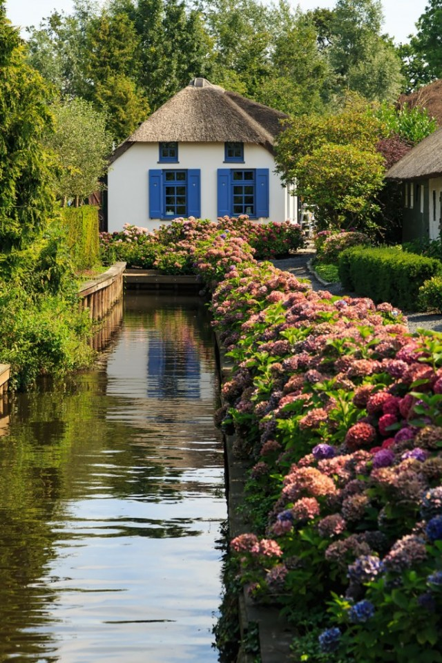 Giethoorn: The Venice Of North, Which Has No Roads In Netherland