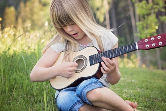 Quita la tablet a tu hijo y regalale un instrumento musical