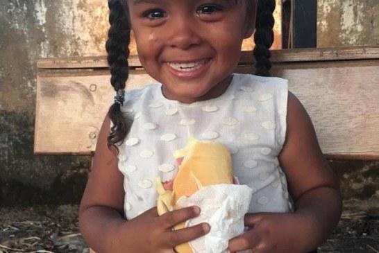 Venezolanos lloran al recibir comida de misioneros en Roraima