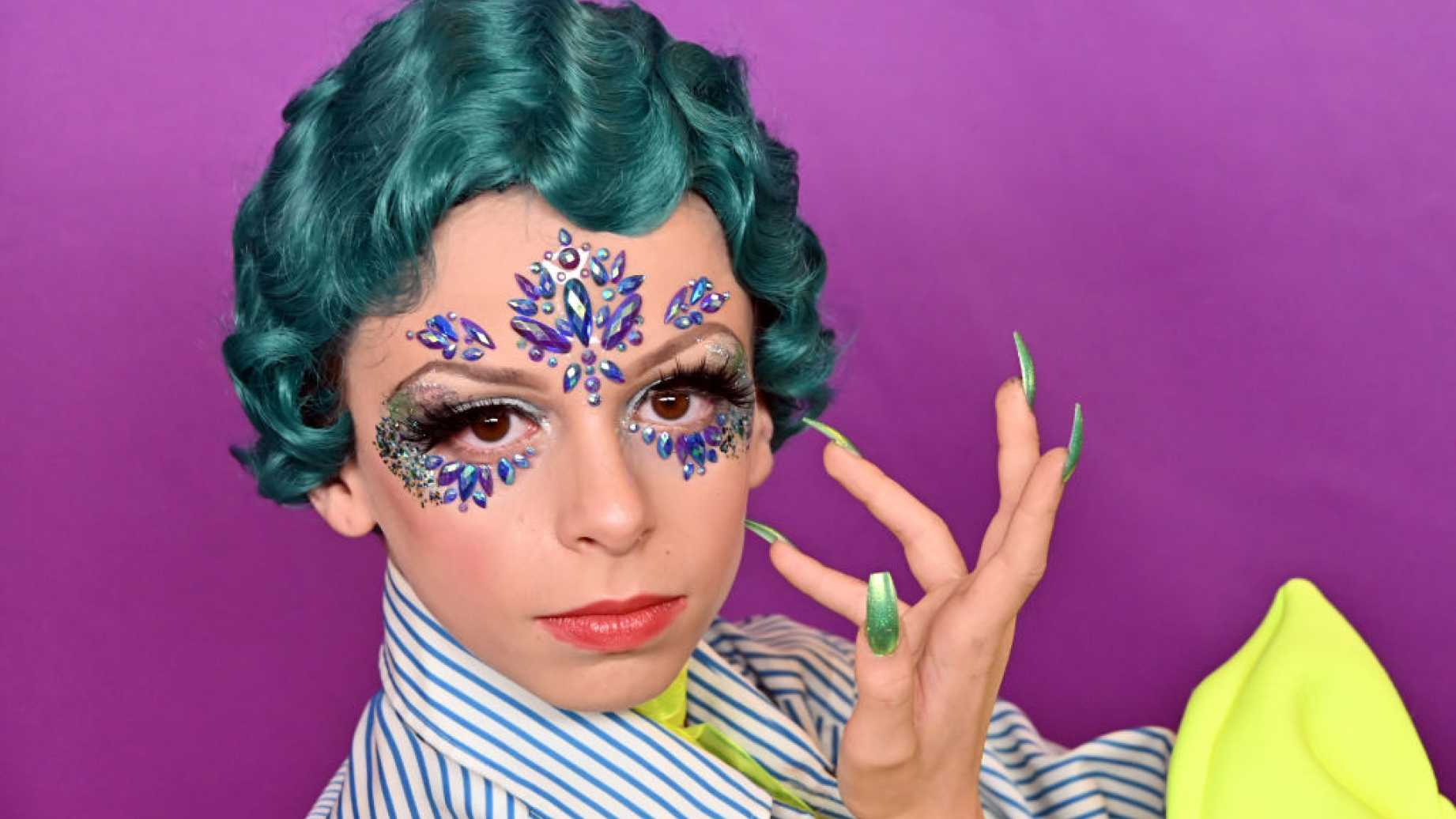 Converse lanza la línea de zapatos 'LGBTQ +' con Niño drag queen