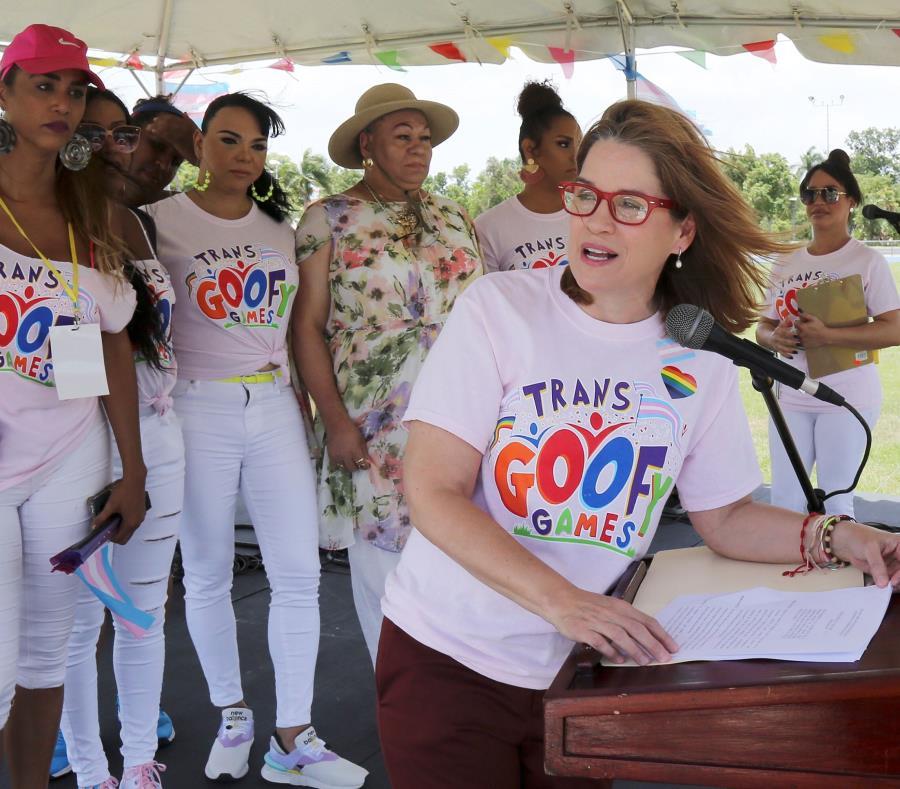 Carmen Yulín Cruz declara el último domingo de junio como el día TRANS