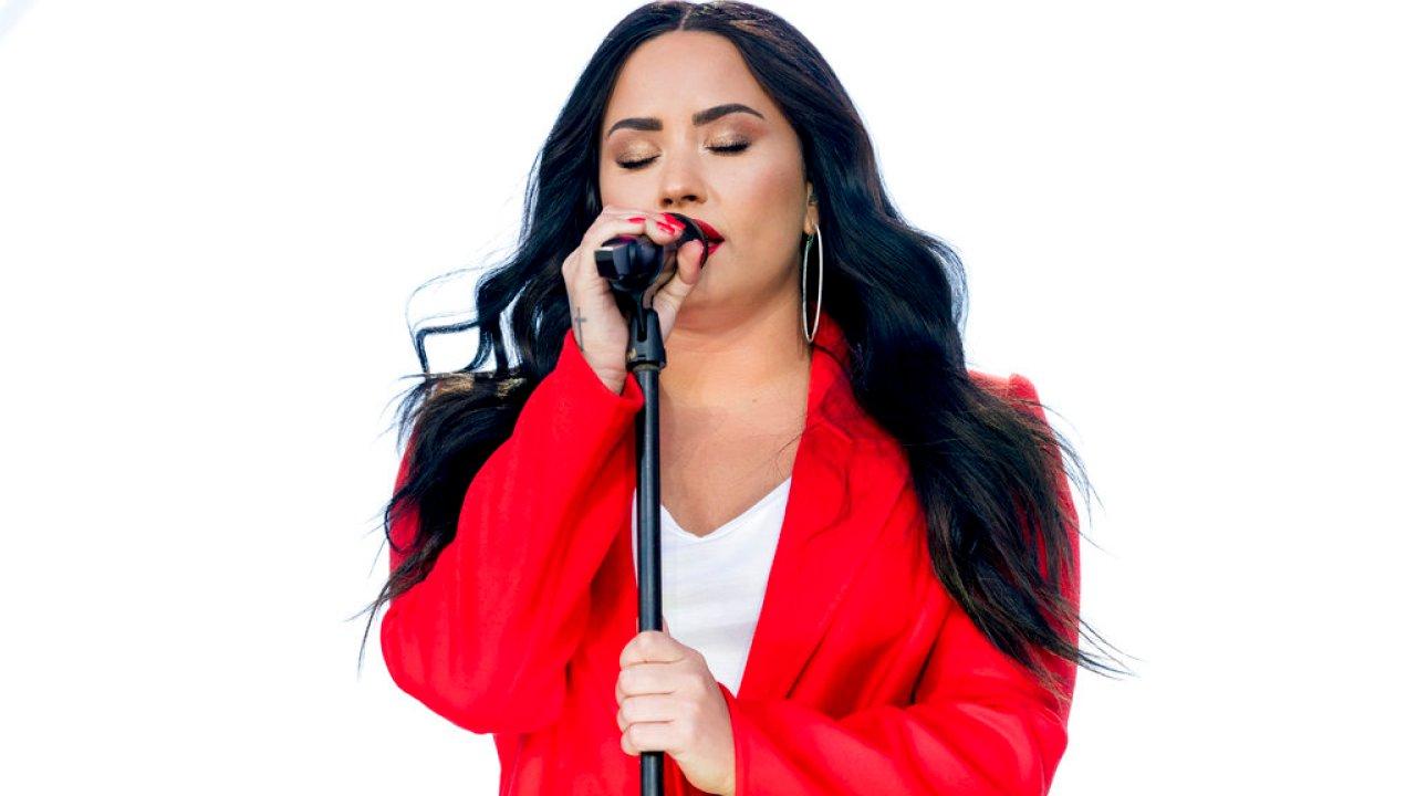 'Mi Dios está conmigo las 24 horas, los 7 días de la semana': Demi Lovato lidera la pancarta estrellada y revela el poder de Dios para salvar vidas