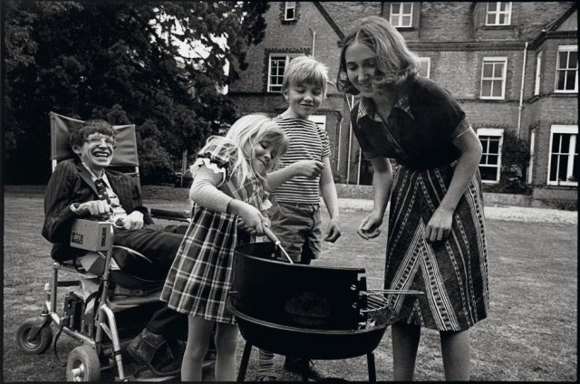 Stephen Hawking with Jane Wilde Hawking, Robert and Lucy, 1977