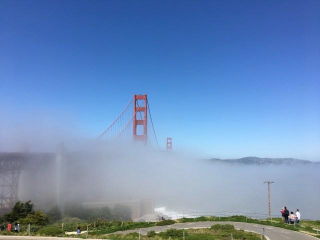 Golden Gate Bridge nella nebbia