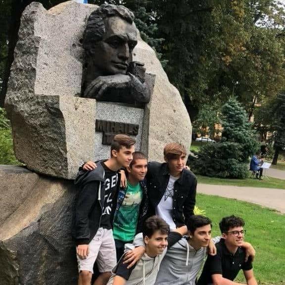 EYCC18 - I ragazzi italiani in visita al monumento a Tal (Riga)