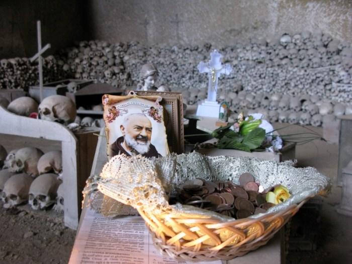Fontanelle Cemetery, Naples