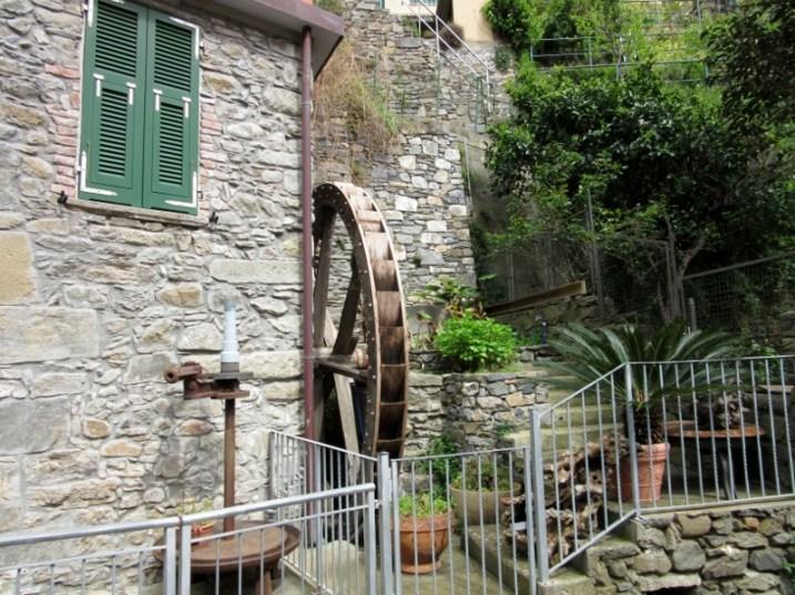Corniglia water wheel cinque terre