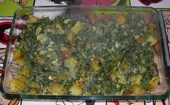 Espinacas con carne y patatas
