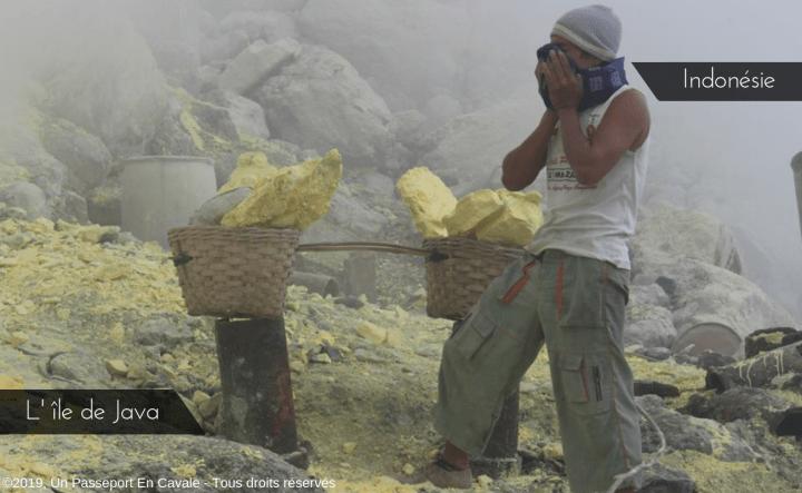 Java, ses volcans et le temple de Borobudur