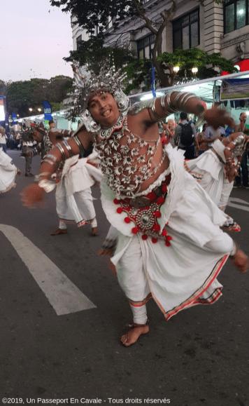 ©2019_Un_Passeport_En_Cavale_Sri_Lanka_La_Danse_Tous_droits_réservés_00121223