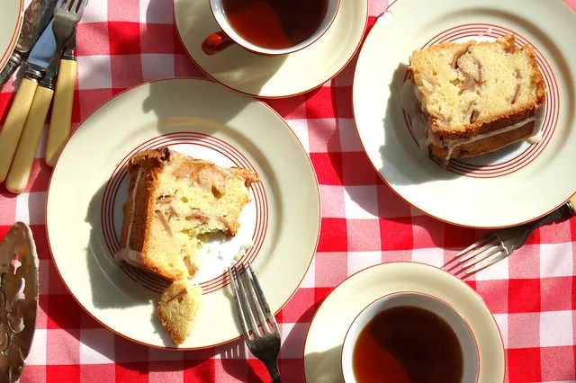 Jewish Apple Cake With Tea