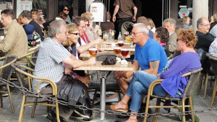 Arras - Place des Héros - Une bière en terrasse