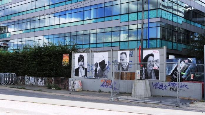 Autour du Bâtiment des Douanes - Collages de JR