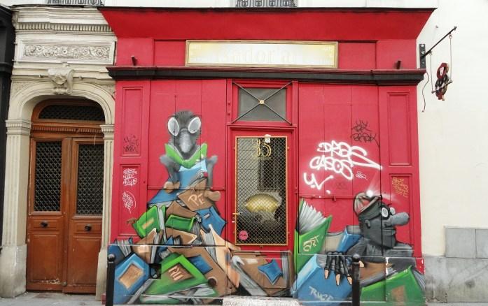 Balade dans Montmartre et les Abbesses - Devanture d'une boutique, rue des trois frères