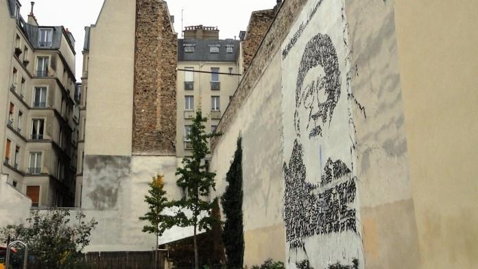 Impasse de la Défense, Paris 18e - Fresque de JonOne - Abbé Pierre