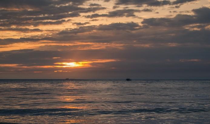 Coucher de soleil sur la plage de Padang