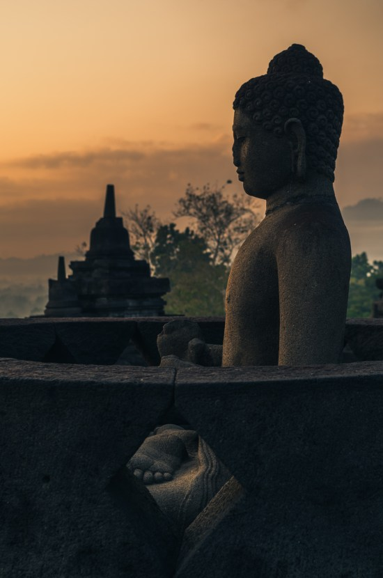 Chaque stupa cache un Bouddha !