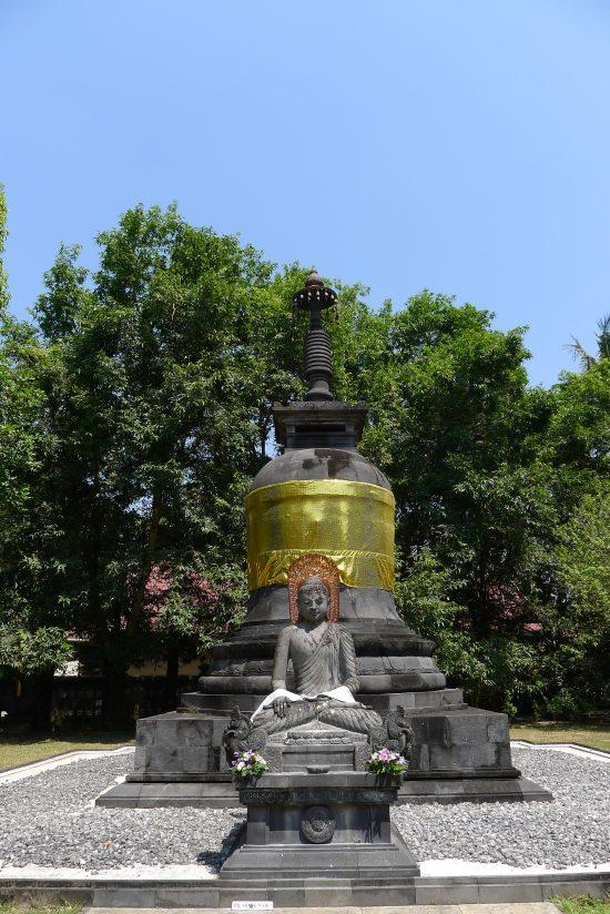 Stupa, dans les jardins du monastère
