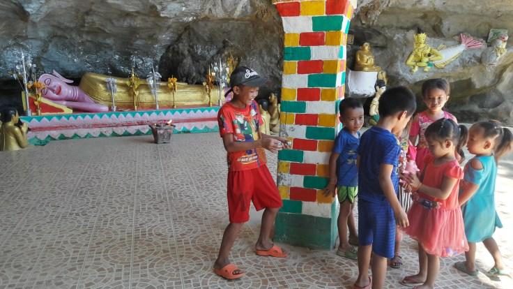 Laos - Vang Vieng - Tham Sang - kids