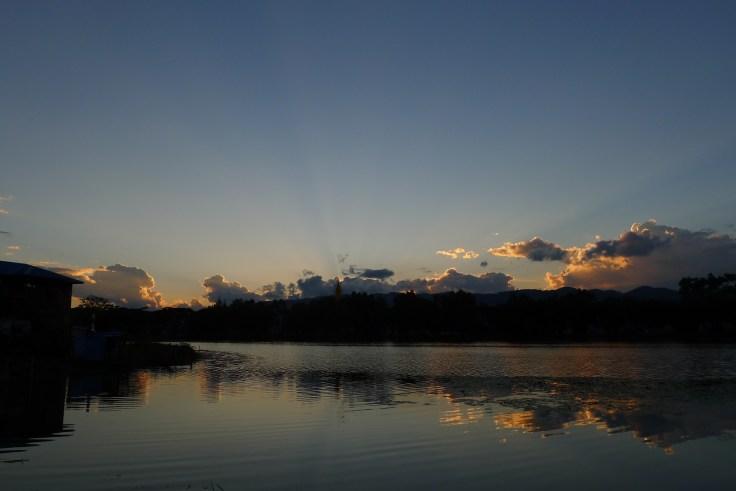 Coucher de soleil sur le lac Tharzi