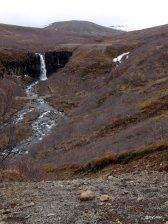 Cascade de Svartifoss en Islande, vue d'ensemble