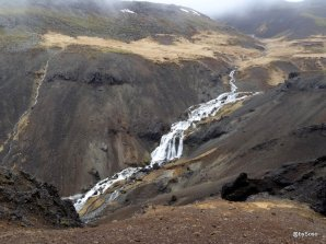 Cascade sur le site de Hengill en Islande