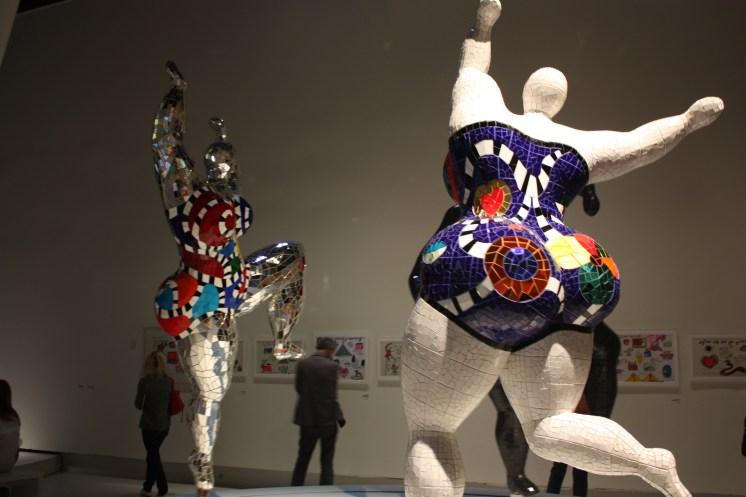 Niki de Saint Phalle, Les Trois Grâces, 1995-2003, Polyester, mosaïque de miroirs, Niki Charitable Art Foundation © PointCulture